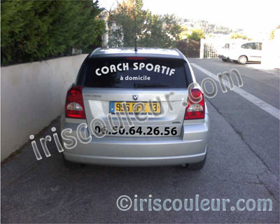 marquage-vehicule-lunette-arriere-voiture-pose-lettres-adhesives-peypin-utilitaire-fourgon-publicitaire-marseille-aix